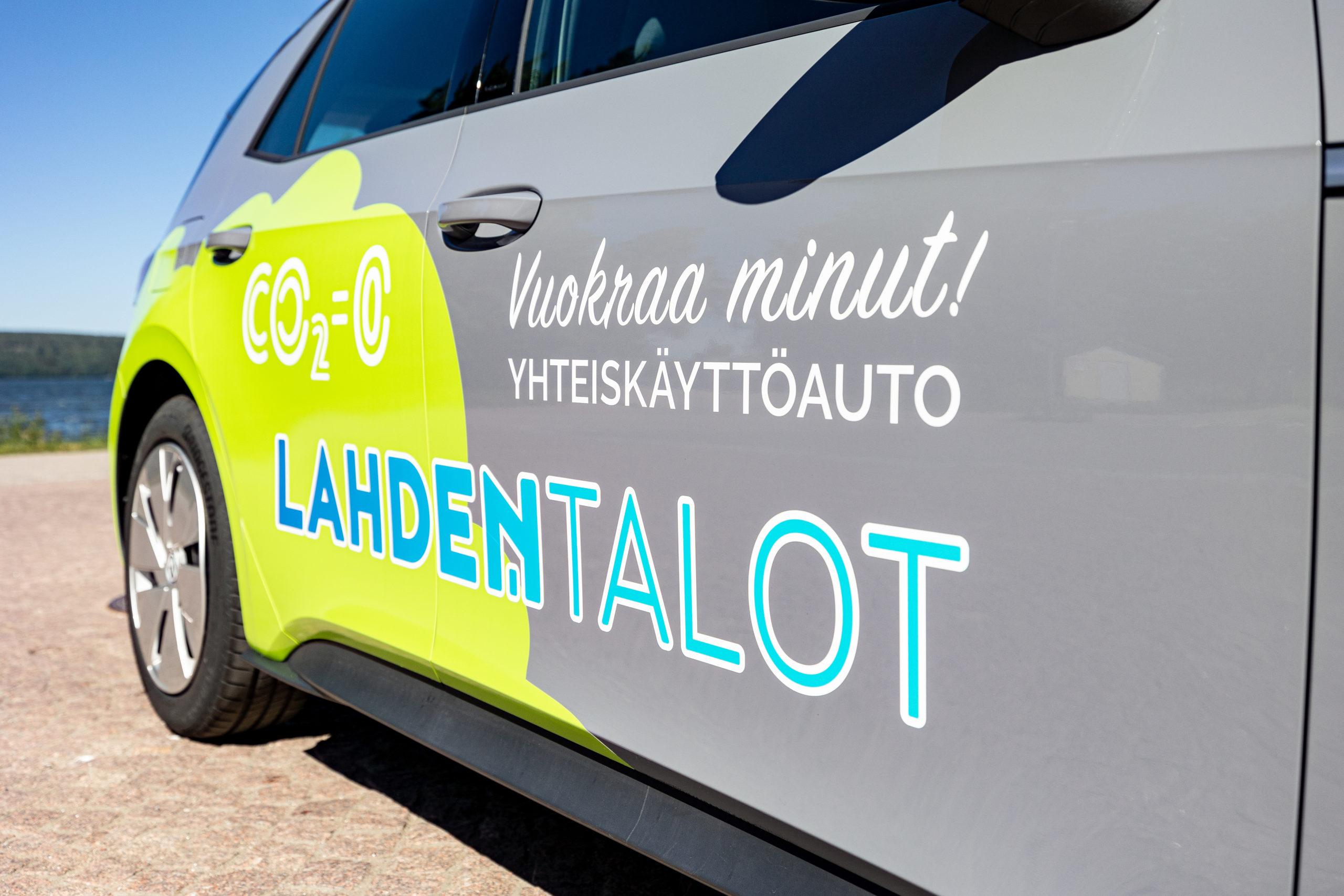 Lahden Talojen volkswagen täyssähköinen yhteiskäyttöauto.